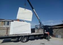 Поступление мрамора на склад в Севастополе